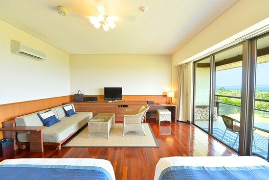 オーシャンビュースーペリア(客室47㎡+テラス10㎡) 定員4名 セミダブルベッド(幅120×長さ200cm)2台 ※客室を3名利用の際には、スタッキングベッド(幅100×長さ196cm)1台にて使用 ※客室を4名利用の際には、+ソファーをシングルベッド(幅100×長さ195cm)1台