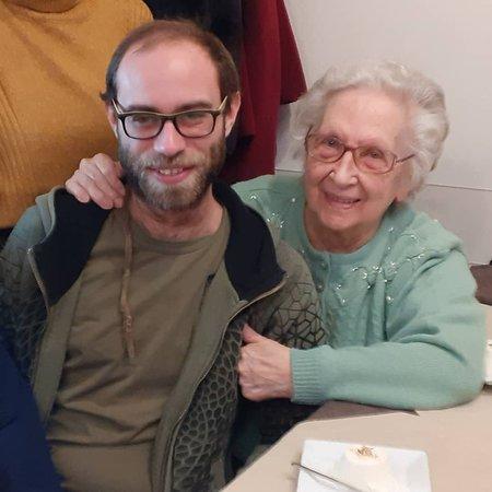 Silvano d'Orba, Italië: nonna e nipote a natale