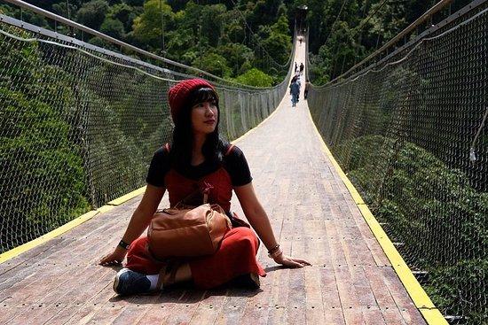 Cascade et pont suspendu de Sukabumi à Sit Gunung débutent à Jakarta