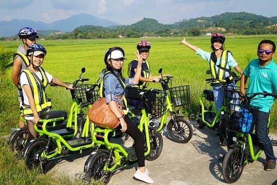Kampung-Tour mit dem Elektrofahrrad...