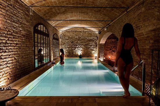 AIR L'ancien bain thermal et un...