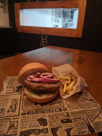 200 gr hamburguesa de buey con patatas caseras por 7eu