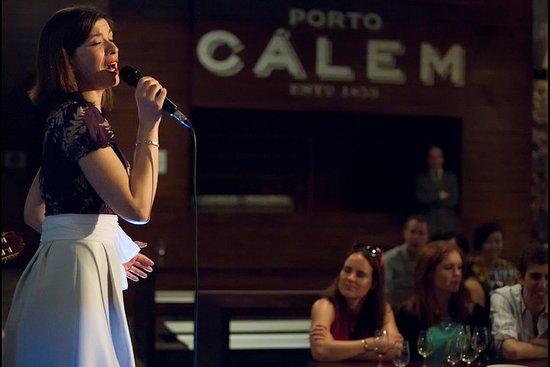 Show de fado em adegas de Porto...