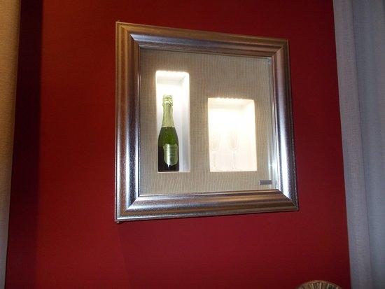 La camera 4: il frigo a parete