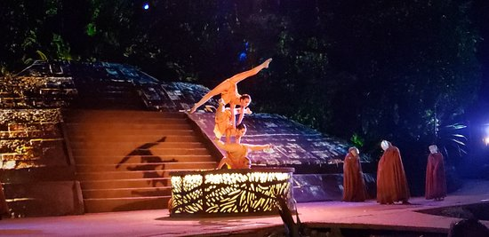 Puerto Vallarta Cruise and Candlelight Dinner Show: Great performances