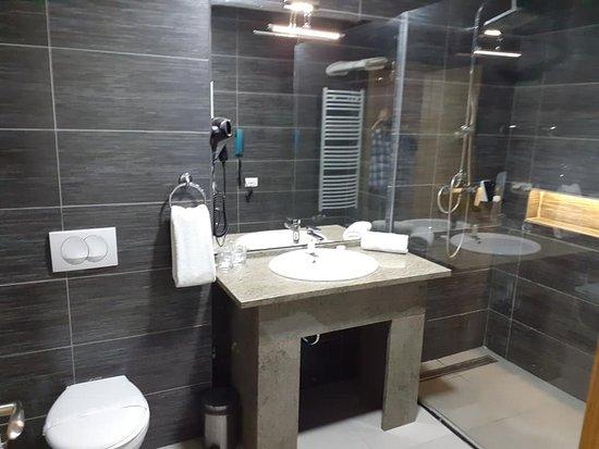 huge bathroom,
