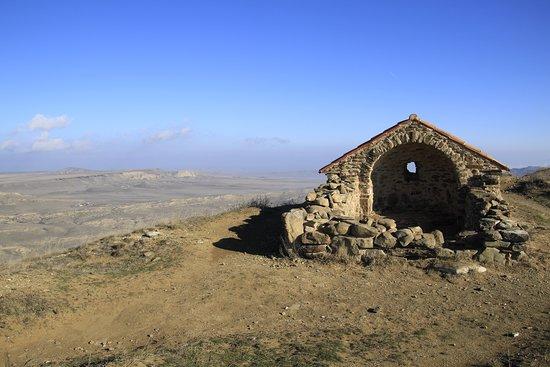 Udabno, Georgien: Georgia, David Gareji Monastery - can't tell what's this...some kind of shrine?