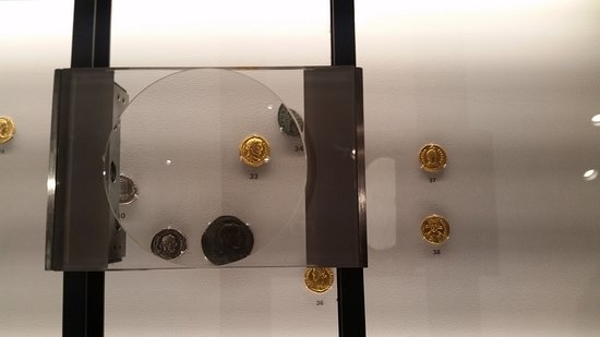 The Fogg Art Museum: Great way to display coins - you can really get a good close up view by sliding the magnifier