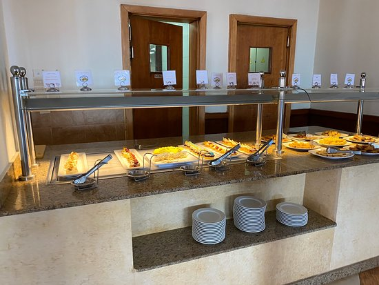 Frühstück und Abendessen im Hauptrestaurant.