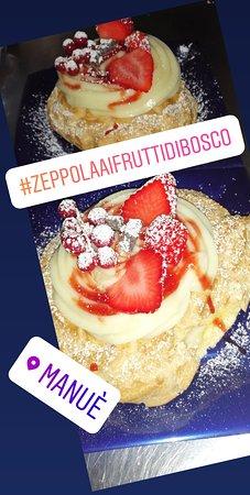 Feletto, Italy: Zeppola ai frutti di bosco