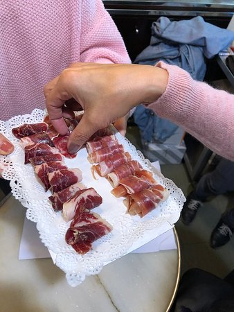 3-Hour Tapas Secret Food Tour in Barcelona: Trying three types of jamon.