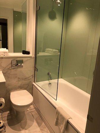 Deluxe Gold room bathroom