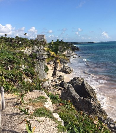 Tulum, Mexico: Not much beach, but there are stairs down to it for those that want to swim.