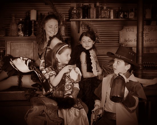 Breckenridge Old Time Photography strives to give you a unique experience packed full of fun and laughter, while creating memories of a lifetime.