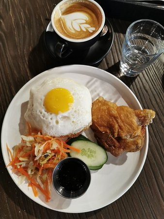 Good ambiance, great coffee, very delicious lunch. Highly recommended for business lunch/dinner.