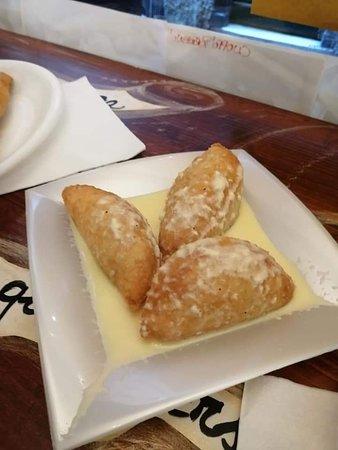 Ravioli Zucca e Salsiccia con Fonduta al Tartufo