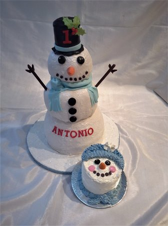 Snowman and smash cake for a little one.
