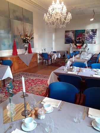 Chestnut room: 1 van de 4 salons voor de brunch.  Je kan reserveren per tafel vanaf 2 pers.  Vanaf 20 personen krijg je gratis een prive salon.