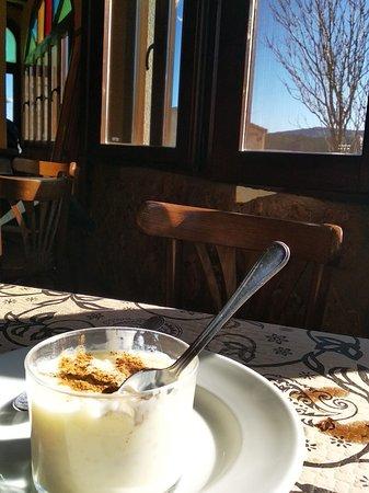 Socovos, Spain: Restaurante-Bar Casa Candela  Muy bueno y súper barato. Lo encontramos de camino de vuelta de Letur. El servicio muy rápido y amables y es increíble lo rico que está y que precios. La única pega es que no tiene para pagar con tarjeta pero hay bancos en la misma calle. ¡Recomendadisimo!