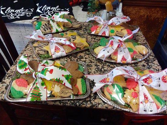 Vestavia Hills, AL: Christmas cookie platters