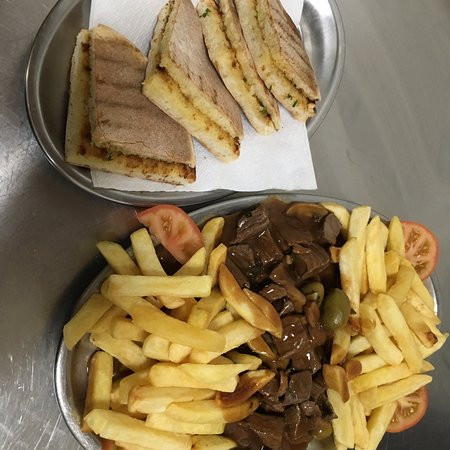 Raposeira Do Logarinho, Португалия: Picado a traditional dish here in Madeira with diced steak , mushrooms , olives , chips and a special home made sauce