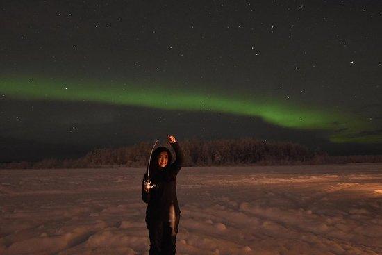 Aurora Borealis Visualizzazione e avventura di pesca sul ghiaccio