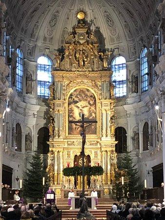 Munich, Kreuzviertel durant la messe dominicale le 22 déc. 2019