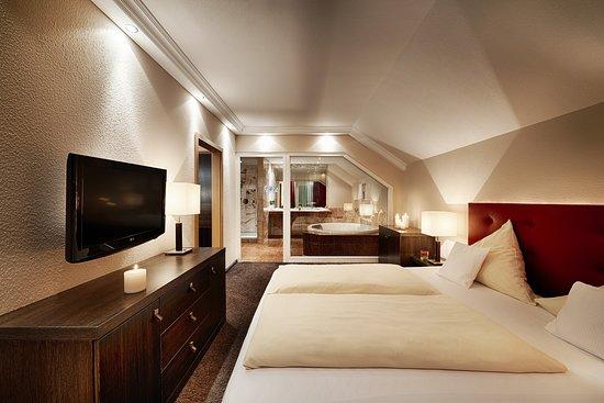 Kategorie Juniorsuite Burgherrengemach im Haupthaus – Billede af Berlins Hotel KroneLamm, Bad Teinach-Zavelstein - Tripadvisor