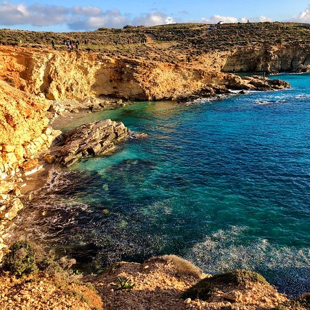 Comino, Malta: Beautiful places. Water colours are amazing!