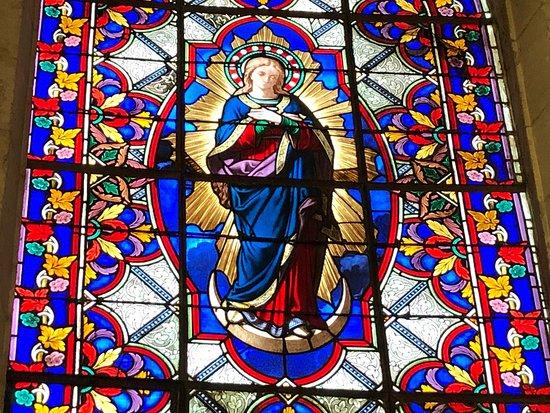 Vitrail de La Chapelle de La Vierge à l'Église Saint-Éloi de Roissy-en-France