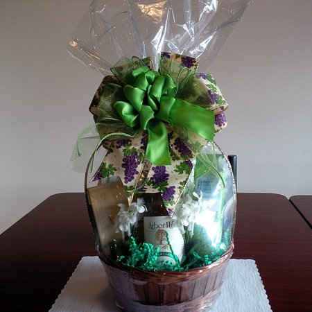Belpre, OH: We make custom gift baskets with or without wine with advance ordering.