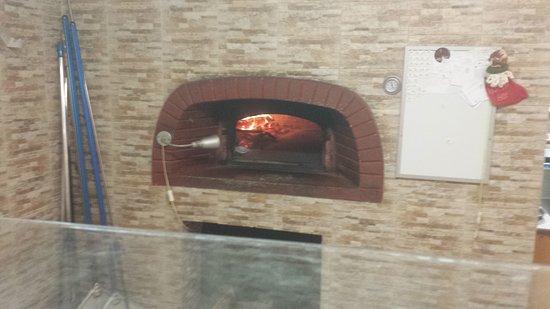 Torrevecchia Teatina, Italia: Il forno a legna