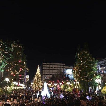 Афины, Греция: Σε Χριστουγεννιάτικους Ρυθμούς στο Γκάζι και στο Σύνταγμα