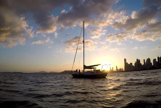 Solnedgang og skyline-lys Cruise