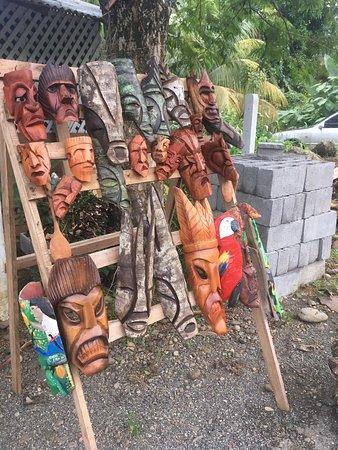 Hone Creek, קוסטה ריקה: My wood carving to road bribri.