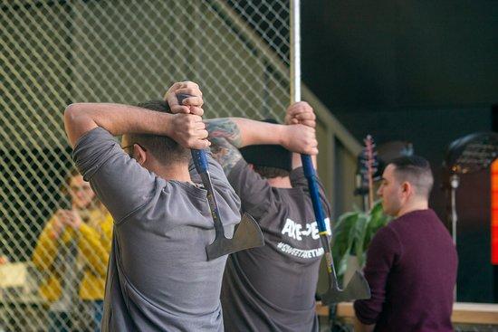 Όκλαντ, Νέα Ζηλανδία: We walk you through every step of how to throw an axe, we want everyone feeling comfortable & confident!