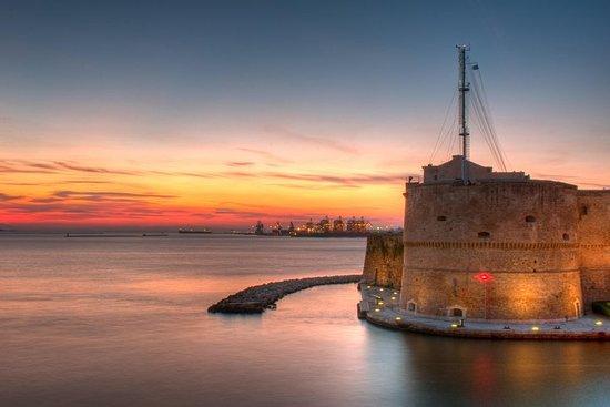 Castellaneta et Taranto au départ de...