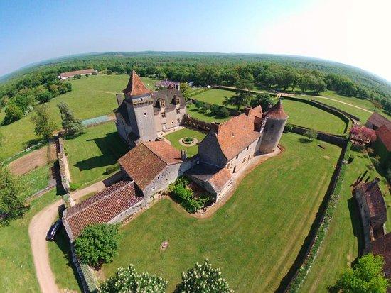 Varaire, France : Vue aérienne du château de Couanac