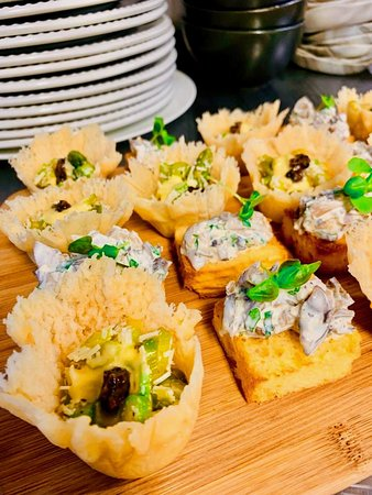 Parmesan-Cups With Asparagus & Black Truffle