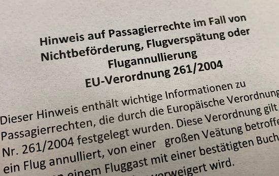 SunExpress: ausgeteilte Infoblätter zu den Fluggastrechten