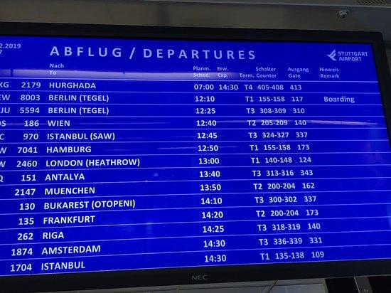 SunExpress: Infotafel am Zugang zum Gate, Flughafen Stuttgart