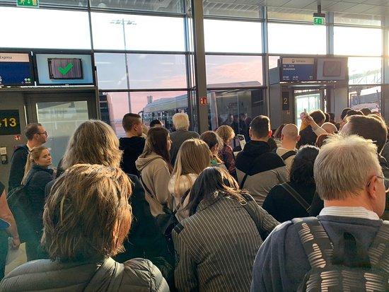 SunExpress: endlich. Boarding! (Gate 413, Flughafen Stuttgart)