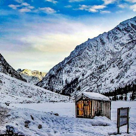 Frozen world of Mahudand ❄️🌨️  Kalam, Swat Valley  KPK, Pakistan 🇵🇰  For customized trips all across Pakistan, please contact us.   #Tourism #HeavenOnEarth #BeautifulDestinations #ExploreTheNaturalBeauty #Adventure #Holidaymakers #NaturalBeauty #Snow