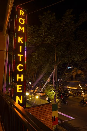 RƠM Kitchen