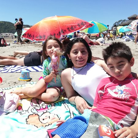 Caleta Lenga, Чили: Navidad en la playa con los pequeños de la casa... ❤