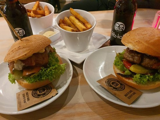 Very well done burgers and very tasty! Potato wedges are very good. I was very satisfied with  the food. I highly recommend.