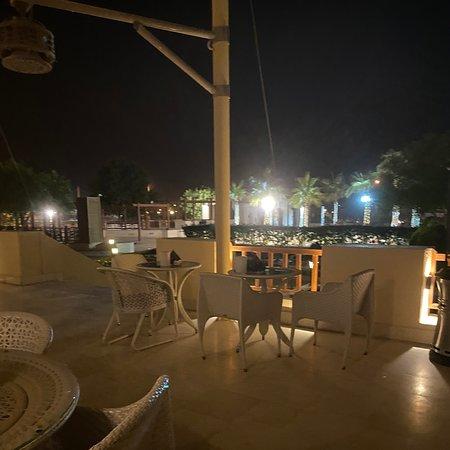 مقهى ستاربكس (منتجع الفيصلية) في درة الرياض.
