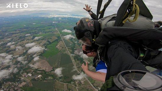 Flandes, Colombia: No casi me muero pero fue una experiencia genial mucho tiempo lo quería hacer mil gracias Xielo. Impresionante Paisaje desde las alturas.