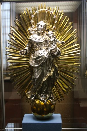 Amazing golden statue