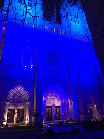 Entrada a la Catedral Nacional de Washington: Regal National Cathedral